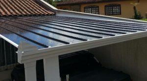 garagem de carro com telhas de Policarbonato click cor fumê 3 x 5 metros - Polysolution