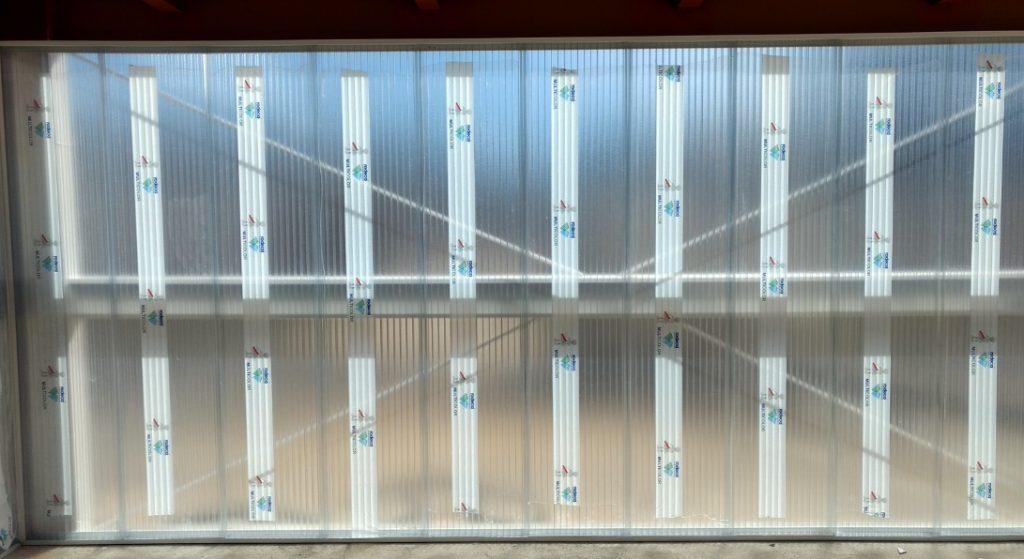 Divisórias e paredes de Policarbonato alveolar cristal 40 mm sistema modular macho e femea Polysolution