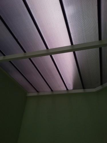 Telhas de Policarbonato Click cor Fumê - entre paredes -Polysolution
