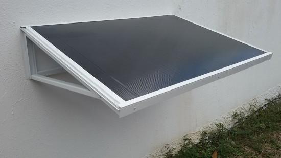 Chapa de Policarbonato Alveolar Fumê - Perfis de aluminio pintura epóxi branco
