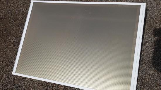 Chapa de Policarbonato Alveolar Bronze/Ouro Refletiva multilux - Beleza e conforto - Perfis de aluminio pintura epóxi branco