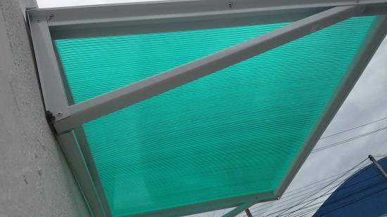 Chapa de Policarbonato Alveolar Verde Translucida - Perfis de aluminio pintura epóxi branco