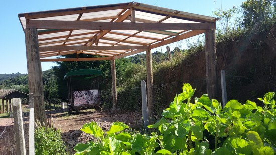 Cobertura de Policarbonato em estrutura de Madeira com as Telhas de Policarbonato Click em duas águas projeto na Pousada VArshana