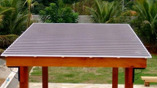 Telha de Policarbonato Click cor bronze em Pergolado de Madeira - Polysolution