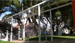 Cobertura de Policarbonato Compacto 100% aluminio Estrutural Viga-Calha PC4412 e PErfil T invertido em Escola Polysolution