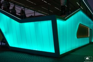 Parede de Policarbonato alveolar cristal 40 mm eem stand com LEDS - Polysolution