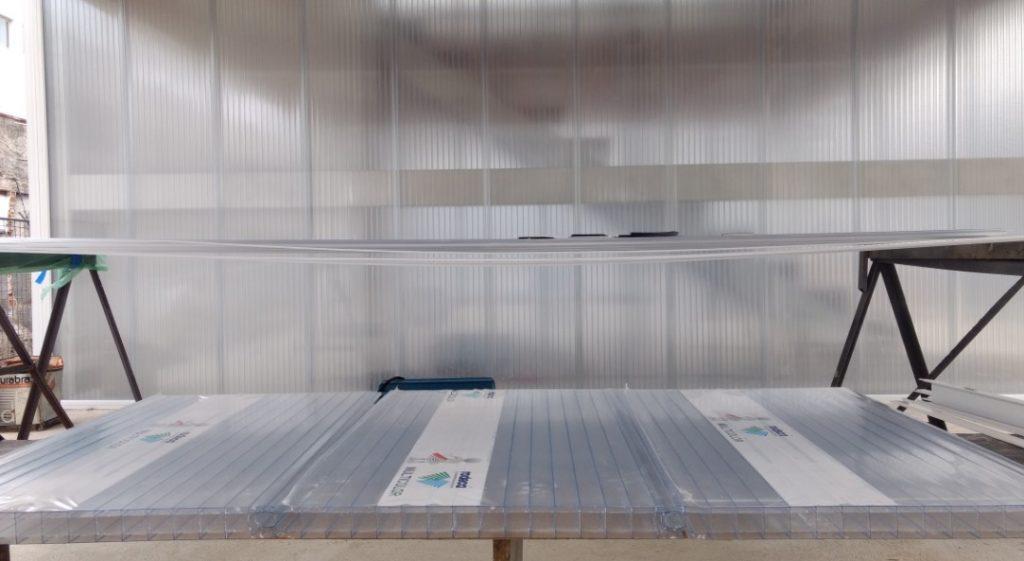 Divisória de Policarbonato 40mm e parede de Policarbonato alveolar cristal 40 mm rodeca Polysolution