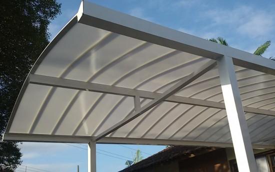 Abrigo de Carro com as telhas de Policarbonato Click cor Infra red Curvada com esturrua de Aluminio e Perfil viga Calha PC 4412