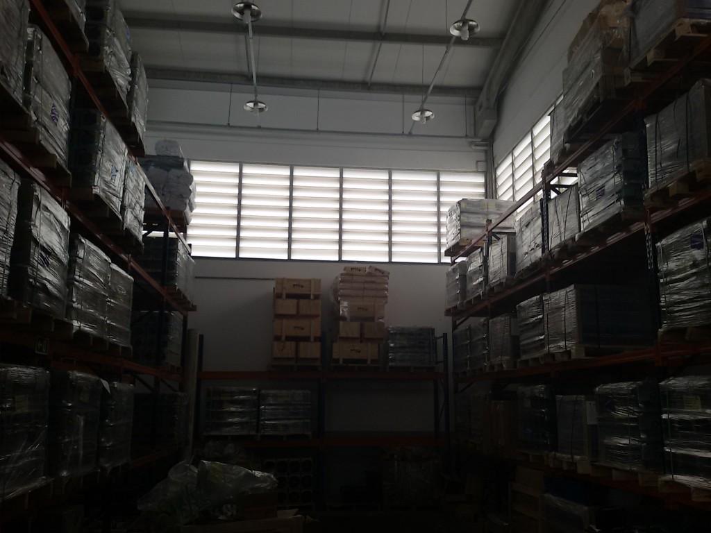 Veneziana Industrial em policarbonato Branco leitoso e Cristal - economia de energia