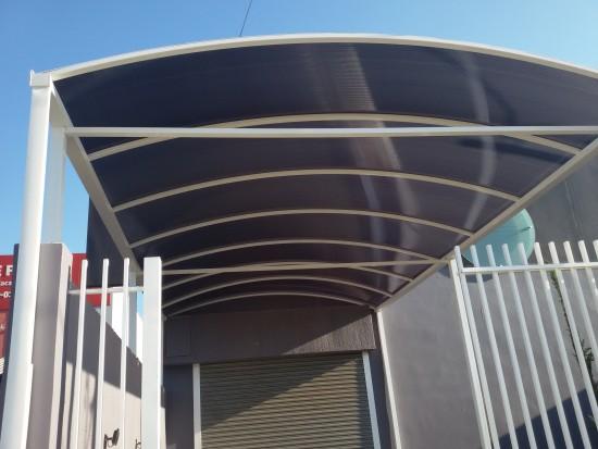 Perfil viga calha em Aluminio referencia PC 4411 barra de 6 metros autoportante até 5 metros de vão livre e Unindo os dois lados com Perfil Estrutural PC5512 em Arco- Patente Polysolution