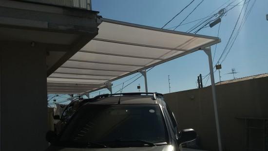 montagem de cobertura de Policarbonato com Perfil de aluminio fixado com fita adesiva VHB e Perfil Trapézio - chapa alveolar 10 mm Infra red