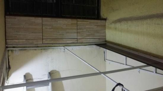 Aqui mostra a estrutura onde foi retirado a LONA e será instalado o Policarbonato click