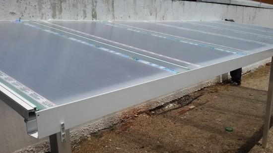 alinhamento perfeito do Policarbonato - sistema Modular de instalação de uma cobertura de Policarbonato Alveolar 10mm cristal bicamera com perfis de aluminio Viga-Calha PC 4412 e Perfil Estrutural PC 5512