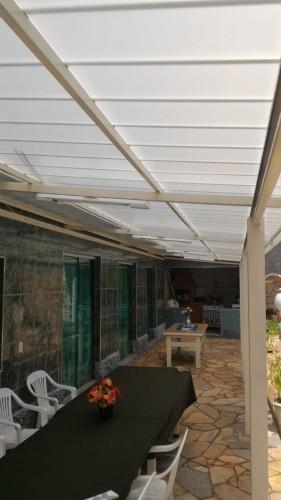 Telhas de Policarbonato click Infra Red Heat Bloc Ouro em Area externa de lazer Piscina em residencia