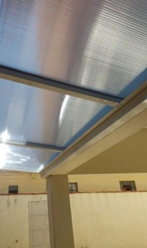 sistema Modular de instalação de uma cobertura de Policarbonato Alveolar 10mm cristal bicamera com perfis de aluminio Viga-Calha PC 4412 e Perfil Estrutural PC 5512