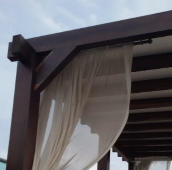Como instalar um Pergolado de Madeira com Chapas de Policarbonato em fixação com perfil de aluminio F entre as pergulas