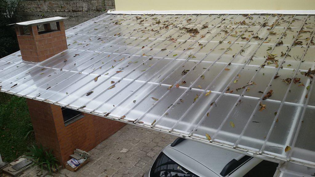 Cobertura Policarbonato em garagem de carro com estufa de flores e jardinagem Polysolution