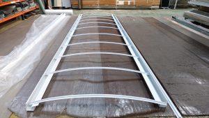 cobertura de Policarbonato compacto cristal curvo e perfis 100% aluminio viga-calha PC4412 e Perfil T -Polysolution