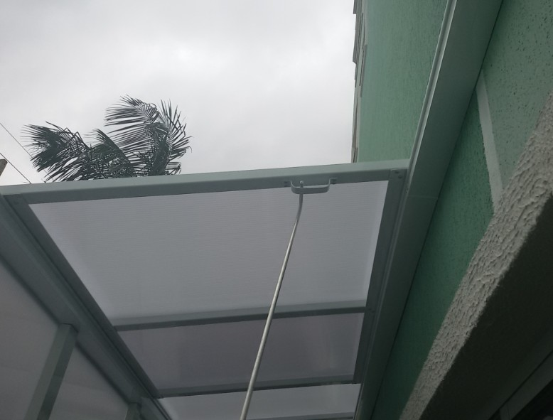 cobertura de Policarbonato INFRA RED com Sistema modular Polysolution Perfil de aluminio Viga-Calha Estrutural Polysolution