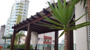 Cobertura de Pergolado de Madeira com Policarbonato e vidro laminado 8 mm + perfis de Aluminio DIY - Polysolution