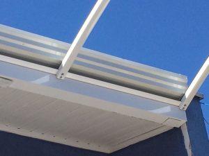 cobertura de Policarbonato com Perfil Aluminio PC5550 curvado e viga calha Polysolution