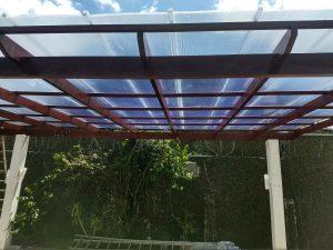 Pergolado de madeira com telha click 600 mm Polysolution