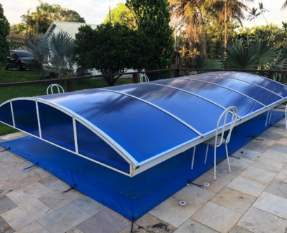 Cobertura de Piscina com Policarbonato Alveolar Azul e Perfil de aluminio PC 5512 - Polysolution