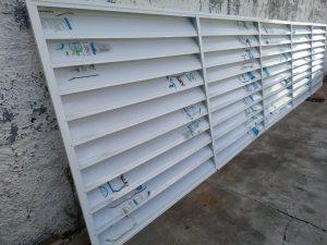 Veneziana-Industrial-aleta-210-mm-branco-leitoso-com-Perfil-aluminio-Polysolution