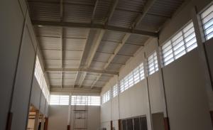 Veneziana industrial como Brize em galpão de supermercado - Polysolution